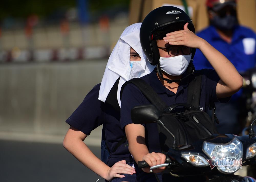 Người Sài Gòn vật vã dưới nắng gắt 39 độ