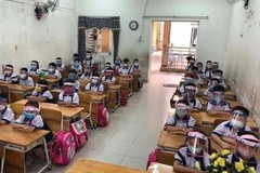 Students return to school with anti-droplet face shields