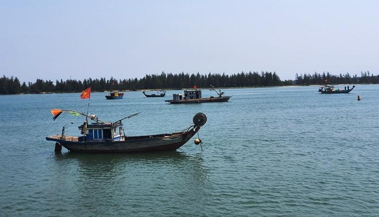 Nạn nhân kể phút thuyền lật úp, 11 người chới với trên sông Thu Bồn