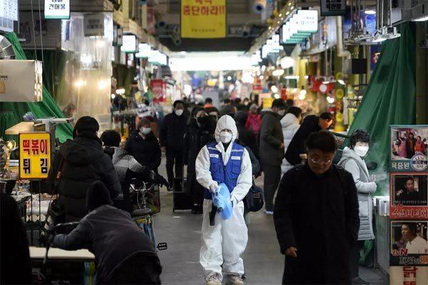 Gần 20 ca lây Covid-19 từ một người, Hàn Quốc báo động đỏ