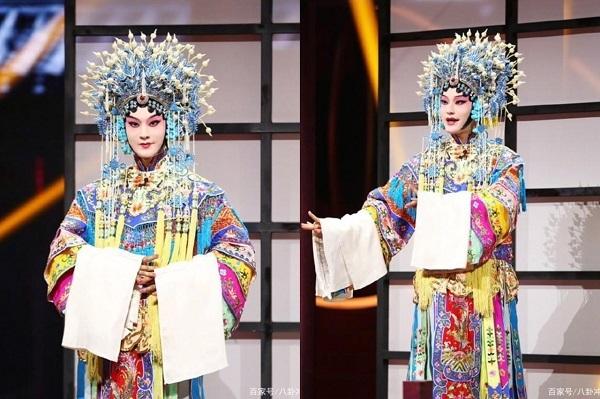 Huỳnh Hiểu Minh gây bất ngờ khi giả gái diễn kinh kịch