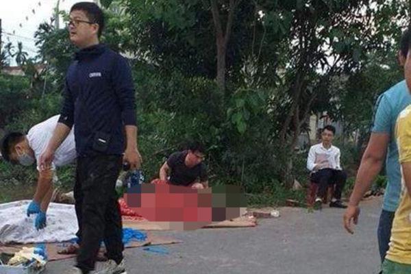 Xe khách đối đầu xe container, cô giáo ngồi chờ xe buýt tử vong