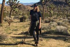 Hành trình sống sót trên sa mạc của nữ nhà báo phải uống nước tiểu của chính mình