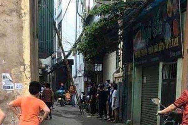 Thi thể người đàn ông bốc mùi trong căn nhà khoá cửa ở Hà Nội