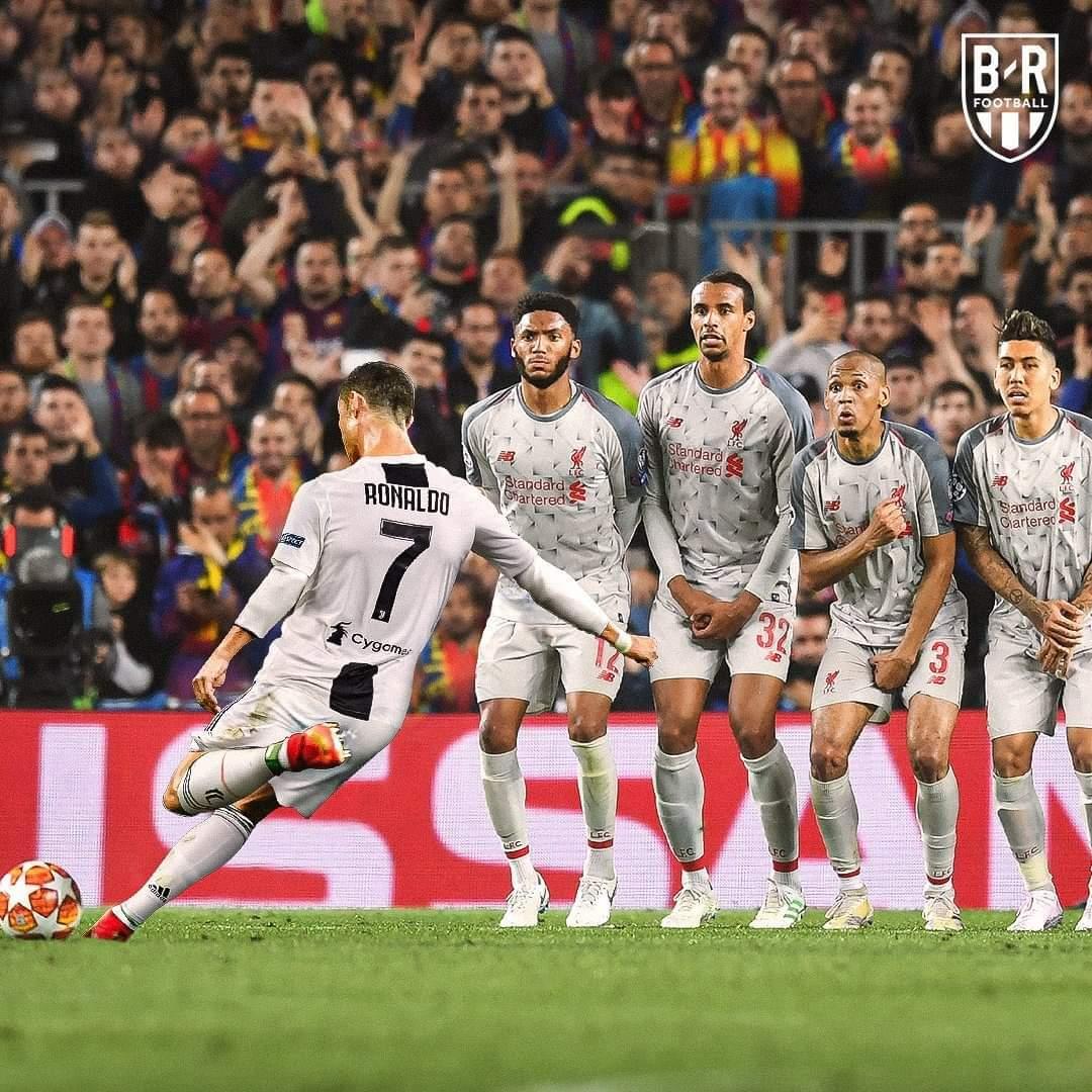 Phì cười với loạt ảnh Ronaldo và Messi đổi vai cho nhau