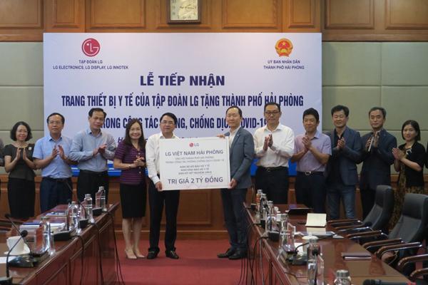 LG Việt Nam tặng Bộ Y tế gói trang thiết bị y tế nhập từ Hàn Quốc