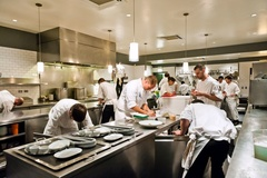 Chuyên gia tiết lộ về trò tráo thịt, lừa tiền của nhà hàng
