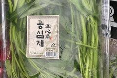 80.000 đồng vài cọng rau muống, cô gái sống ở Hàn rớt nước mắt vì nhà toàn... cắt cho lợn