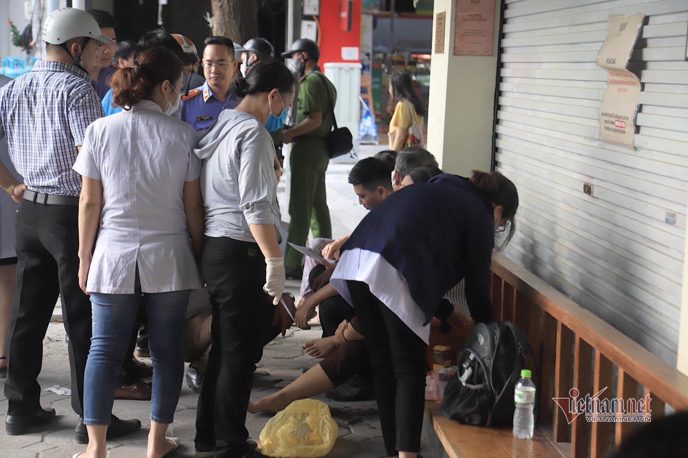 Nổ bình ga ở nhà hàng gà rán phố Cửa Nam, 4 người bị thương