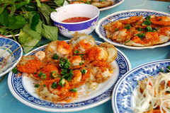 Banh Khot a must-try at Vung Tau Beach