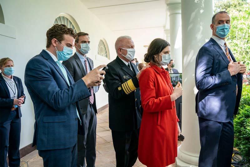Nhà Trắng yêu cầu nhân viên đeo khẩu trang, ngoại trừ ông Trump