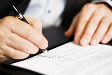 Giấy bán viết tay không có chữ ký của vợ và các con có được công nhận không?