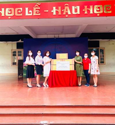 Hàng chục ngàn khẩu trang kháng khuẩn tặng HS Hà Nội
