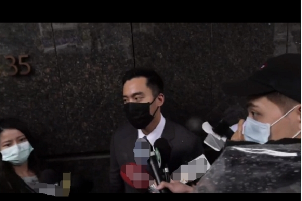 Chồng cũ Chung Hân Đồng họp báo tại bệnh viện: Nhiều thông tin sai lệch về tôi!