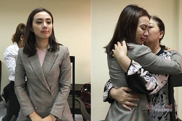 Ca sĩ Lan Trinh bật khóc khi thắng kiện ông bầu Hoàng Vũ