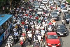 Tranh cãi gay gắt về quy định xe máy phải bật đèn 24/24h