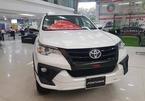 Chiếm ngôi SUV bán chạy nhất, Toyota Fortuner vẫn tụt doanh số thảm hại