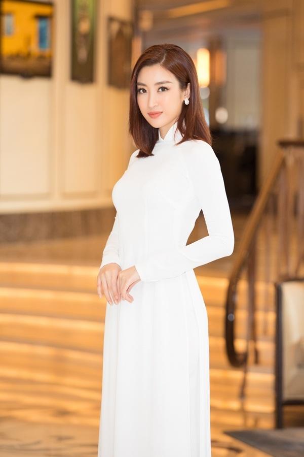 Dàn hoa hậu diện áo dài trắng tại họp báo Hoa hậu Việt Nam 2020