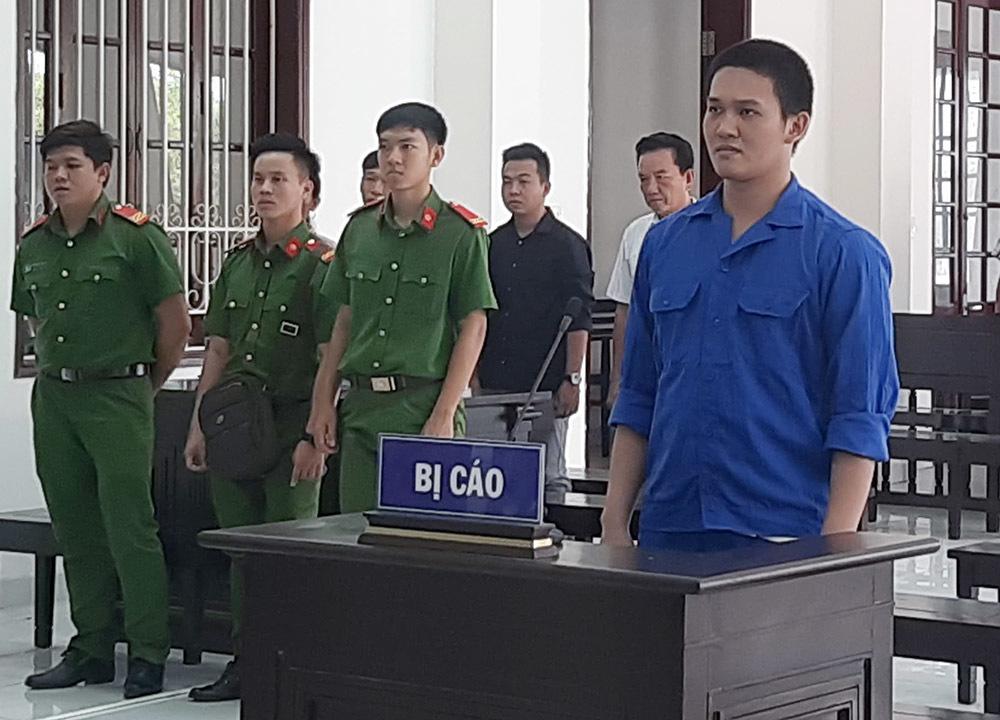 Chiến sĩ nghĩa vụ công an gác cổng UBND tỉnh nổ súng bắn đồng đội
