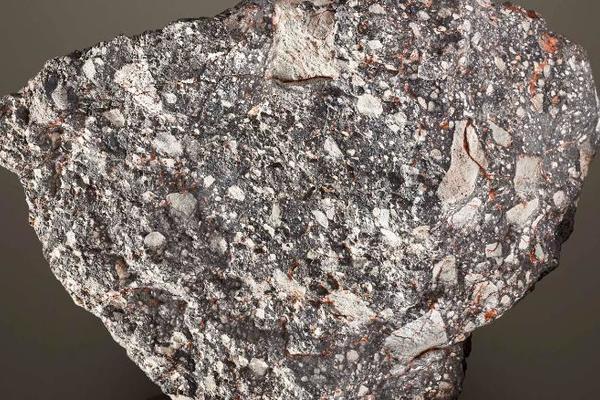 Cục đá xù xì được mang bán, đòi 60 tỷ vẫn nườm nượp người mua