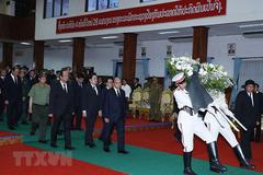 Thủ tướng viếng nguyên Thủ tướng Lào Sisavat Keobounphanh