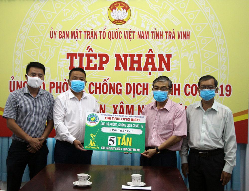 Chung tay chống dịch Covid-19, Báo VietNamNet trao 5 tấn gạo cho Trà Vinh