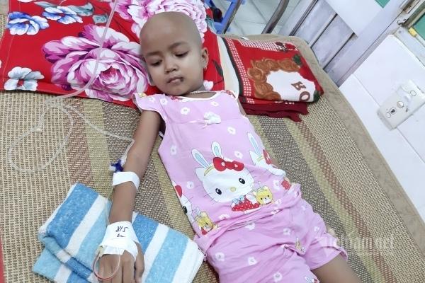Em bé Khmer trầm cảm do ung thư, mẹ sợ hãi bập bõm tiếng Việt cầu cứu