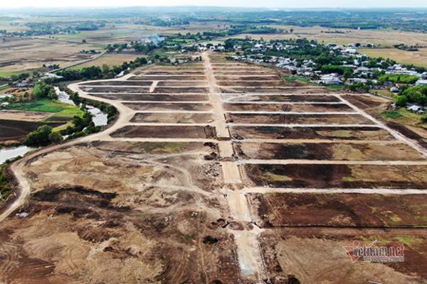 """Yêu cầu ngưng thi công trên khu đất mọc dự án """"ma"""" Hồ Tràm Riverside"""