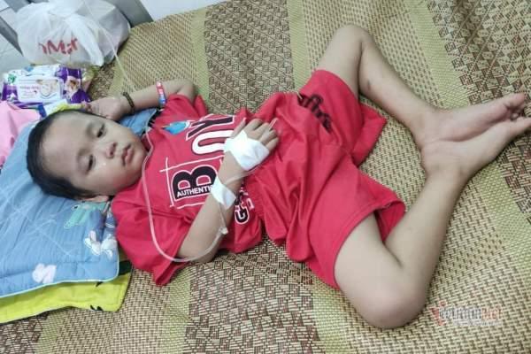 Bé Nguyễn Chí Thức bị ung thư máu được giúp đỡ hơn 50 triệu đồng