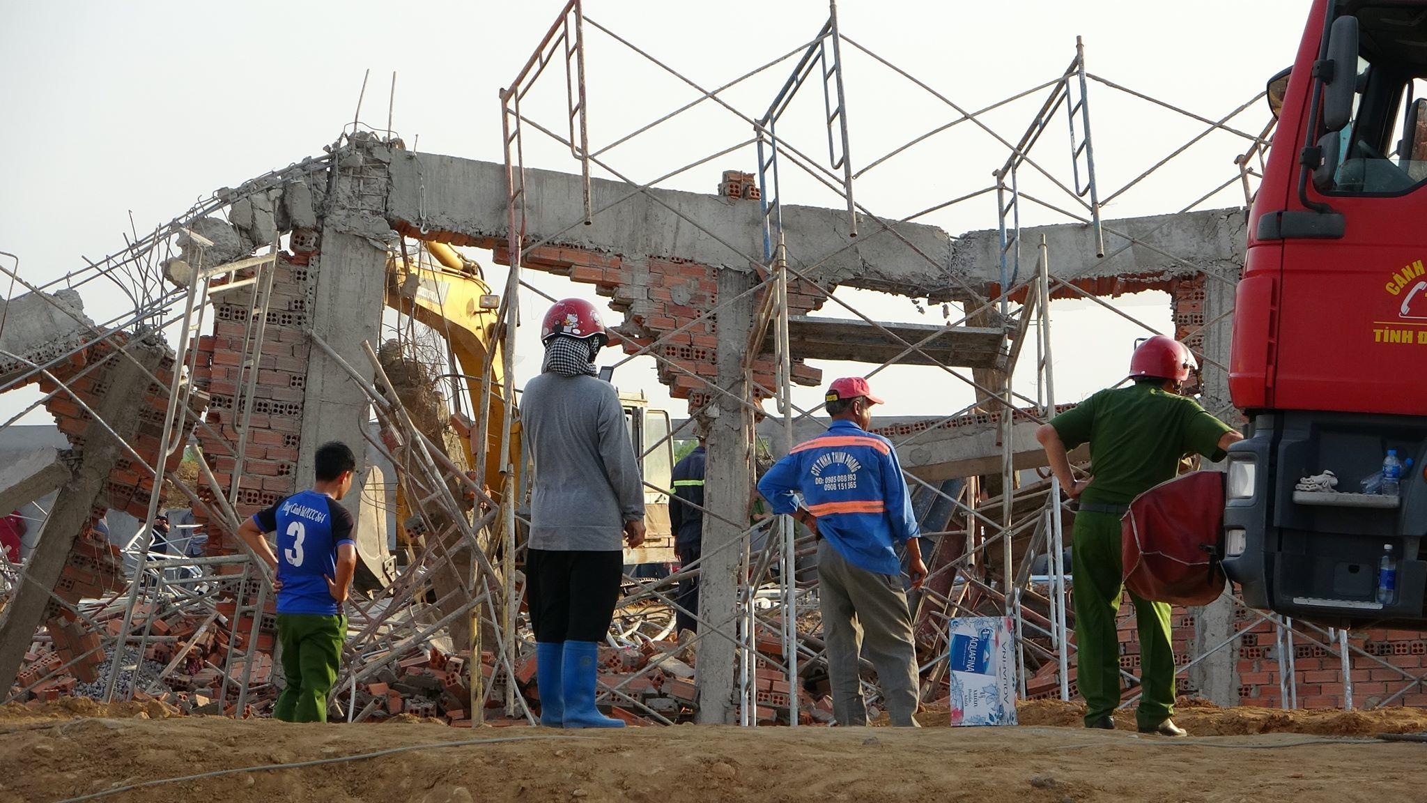 Hiện trường 100m tường công trình đổ sập vùi 10 người chết