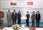 Việt Nam gửi tặng vật tư y tế đến người dân Oman