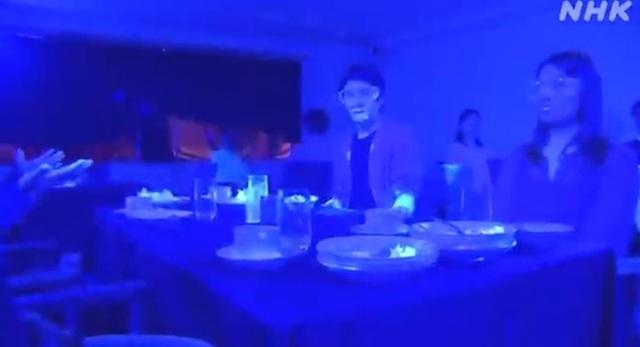 Sững sờ vì nguy cơ lây lan Covid-19 trong nhà hàng