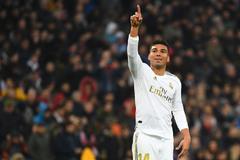 Casemiro từ chối MU, gia hạn với Real Madrid