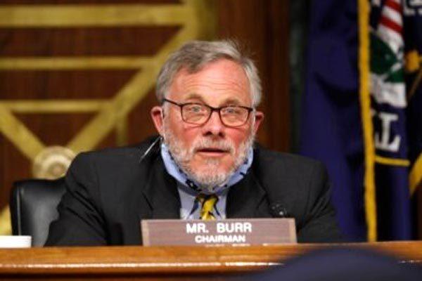 Dính nghi án  lợi dụng tin mật Covid-19, lãnh đạo Ủy ban Tình báo Thượng viện Mỹ từ chức