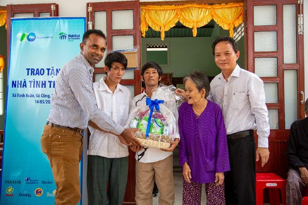 Hỗ trợ an cư cho 60 hộ gia đình khó khăn ở ĐBSCL