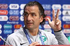 UAE chọn HLV từng dự World Cup đấu tuyển Việt Nam