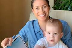 Meghan Markle chia sẻ thông tin về con trai, dân mạng lại đề nghị hoàng gia Anh hãy cứu lấy bé Archie