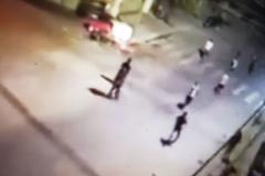 2 nhóm đối tượng đánh nhau giữa đường, 1 người bị chém chết tại chỗ