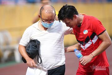 Viettel thua Hà Nội, Quế Ngọc Hải được thầy Park tặng quà