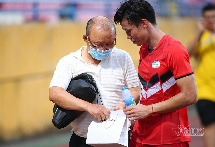 Quế Ngọc Hải báo tin vui HLV Park Hang Seo