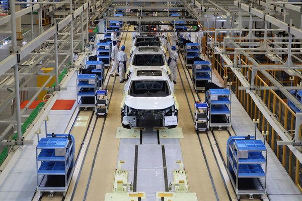 Vừa tái sản xuất, Toyota lại quyết định cắt giảm sản lượng xe