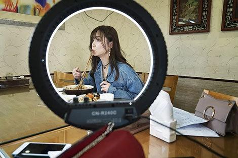 Nữ live-streamer kiếm 16 tỷ mỗi năm rơi vào vòng xoáy huỷ diệt