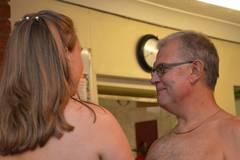 Đám cưới lạ lùng của cặp đôi chênh nhau 29 tuổi