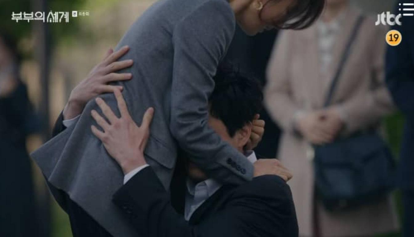 Kết phim 'Thế giới hôn nhân' gây tranh cãi