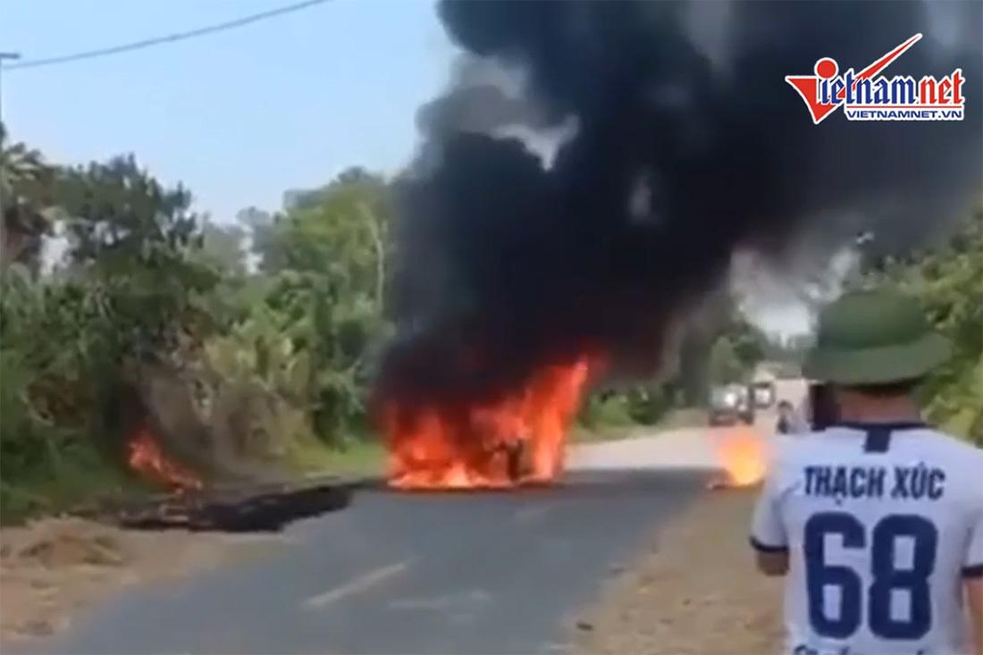 Sau nổ lớn xế hộp bốc cháy nghi ngút ở Nghệ An, tài xế bỏng nặng