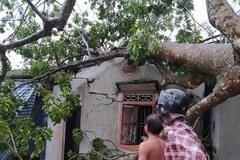 Sét đánh 2 người tử vong, giông lốc làm nhiều nhà tốc mái ở Nghệ An