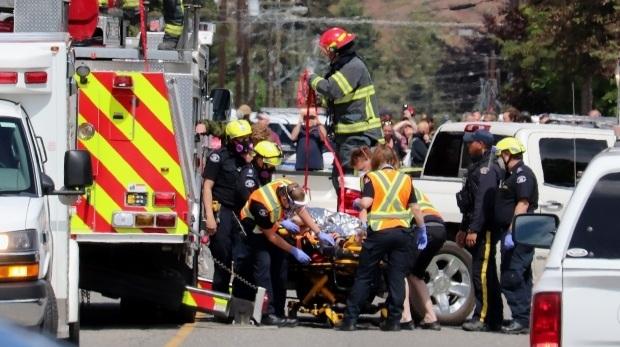 Máy bay quân sự Canada đâm xuống nhà dân