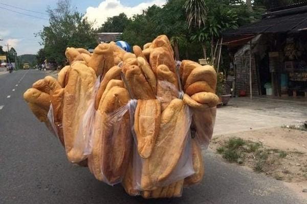 Báo nước ngoài giới thiệu bánh mỳ 'khổng lồ' Việt Nam