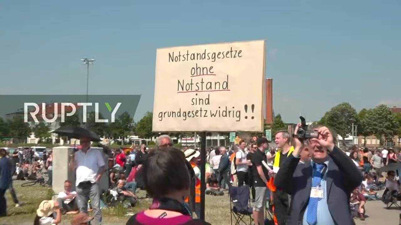 Bất chấp dịch bệnh, hàng nghìn dân Đức tụ tập biểu tình 'giãn cách xã hội'
