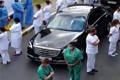 Lí do bác sĩ đồng loạt quay lưng khi Thủ tướng Bỉ tới thăm bệnh viện